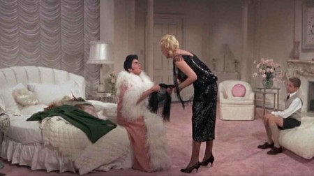 Auntie-Mame-bedroom-611x343