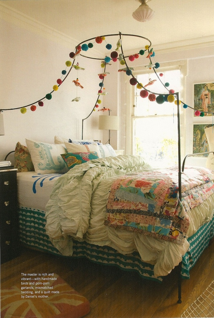Creative ways to decorate your four poster bed - How to decorate a canopy bed ...