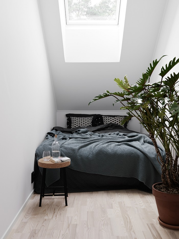 Big Bed Small Room small spaces, big beds and 6 ways how to make it work | the
